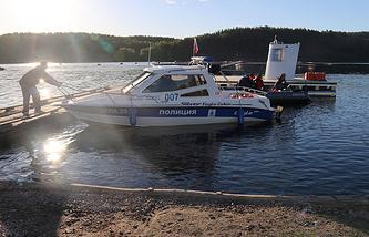 Поисково-спасательные работы на Ладожском озере