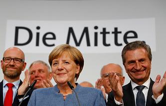 Лидер партии Христианско-демократический союз и канцлер ФРГ Ангела Меркель после объявления первых результатов выборов