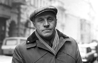 Михаил Ульянов в 1977 году