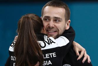 Анастасия Брызгалова и Александр Крушельницкий после победы в матче за 3-е место