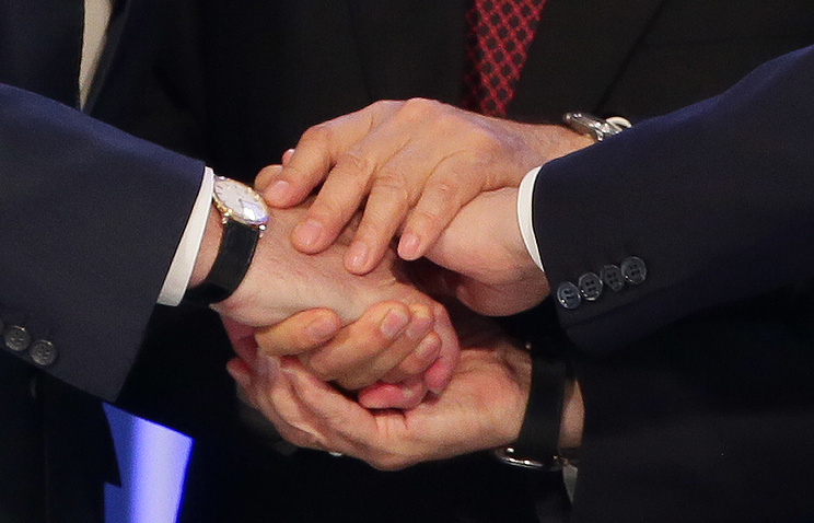A handshake after the signing of an agreement on formation of the Eurasian Economic Union