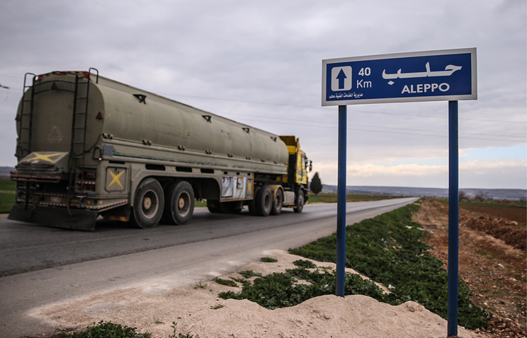 Trucks on the road to Aleppo (archive)
