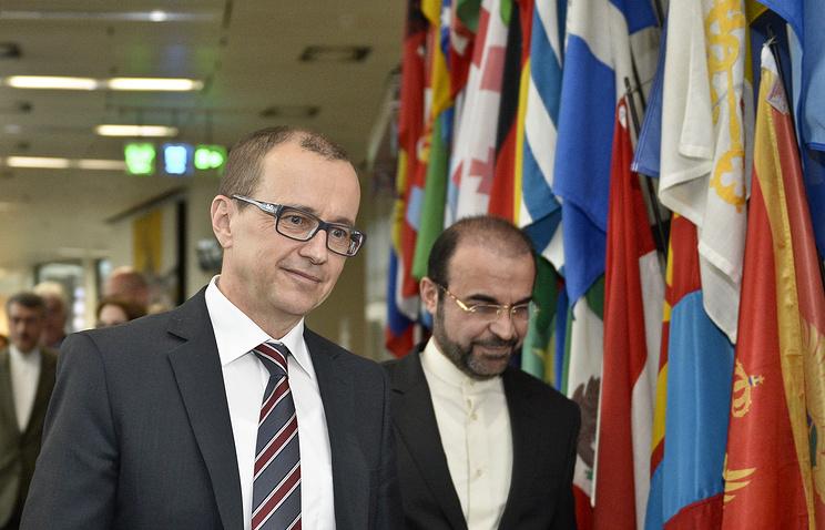 Замглавы МАГАТЭ Теро Варьиоранта и посол Ирана при международных организациях в Вене Реза Наджафи