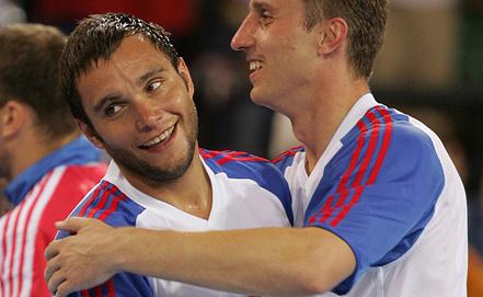 Олег Кулешов (слева) на Олимпийских играх 2004 в Афинах. Фото AP/Andrew Medichini