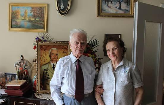 Евгений Березняк с женой.   Служба связей с общественностью ГУР МО Украины