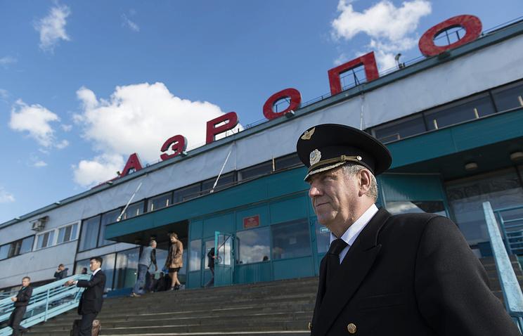 Вид на здание аэропорта в городе Мирный