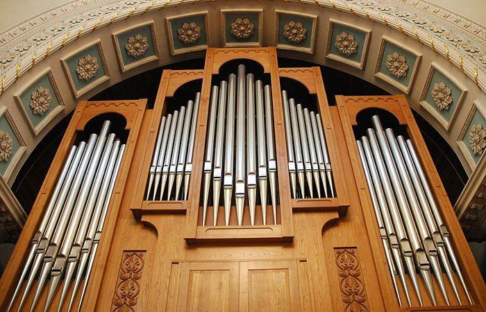 Орган Hermann Eule в зале камерной и органной музыки на Алом Поле в Челябинске