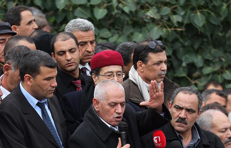 Хусин Абасси (в центре)