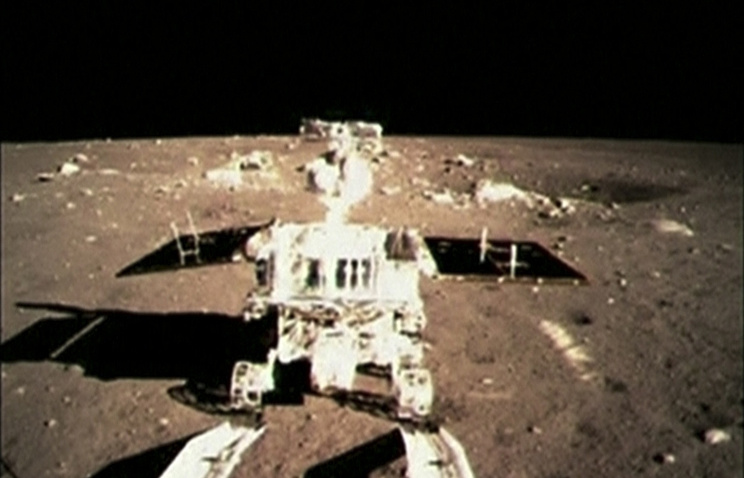 """Луноход """"Юйту"""" /""""Нефритовый заяц""""/ на поверхности Луны"""