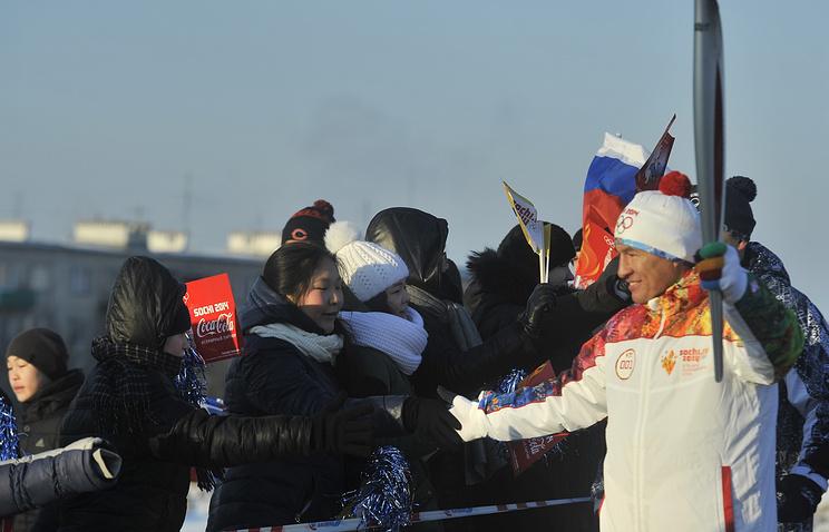Чемпион мира по кикбосингу Бату Хасиков на участке эстафеты олимпийского огня в Элисте