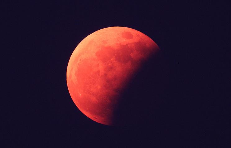 Лунное затмение в Сеуле