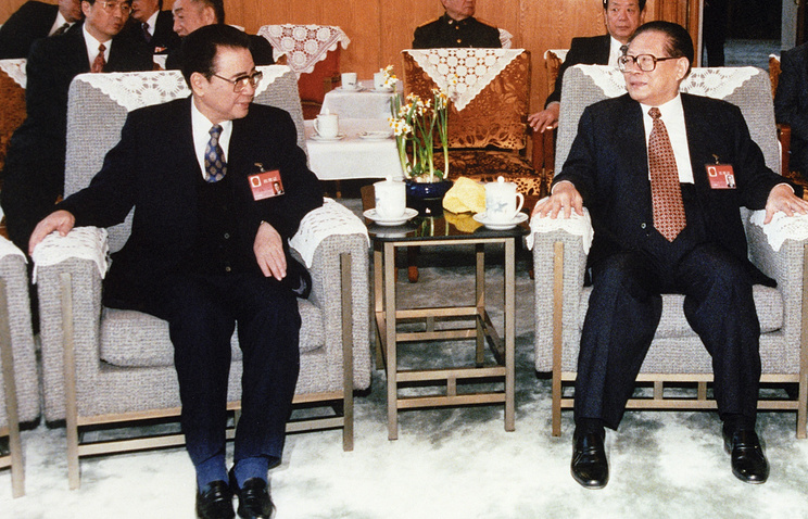 Ли Пэн (слева) и Цзян Цзэминь, 2007 год