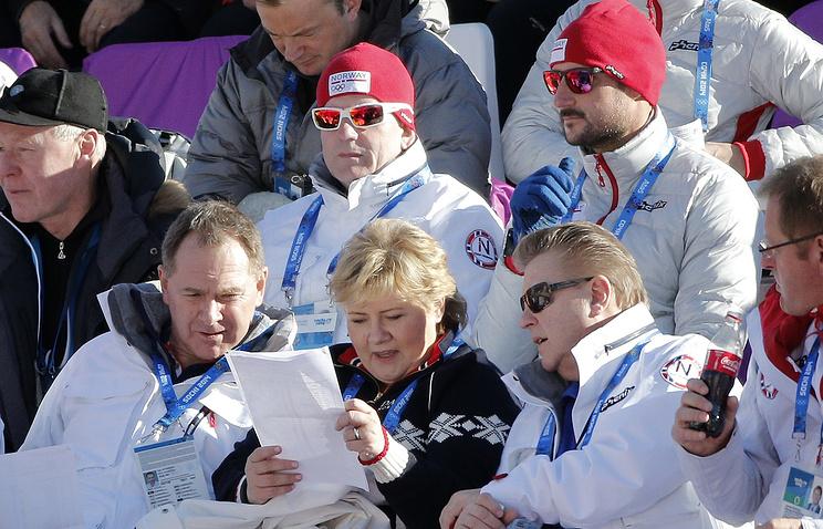 Премьер-министр Норвегии Эрна Сульберг (в центре внизу) на Олимпиаде в Сочи