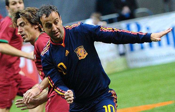 Ветераны сборных Португалии и Испании во время матча на Кубке легенд