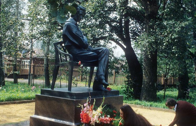 Памятник Александру Пушкину в селе Большое Болдино
