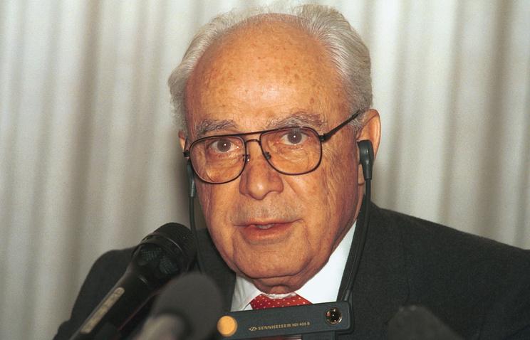 Роберт Страус