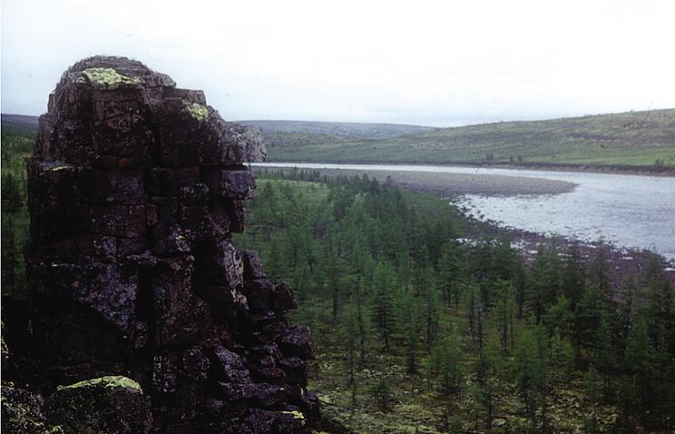 Кратер Попигай (попигайская астроблема) - метеоритный кратер в Якутии