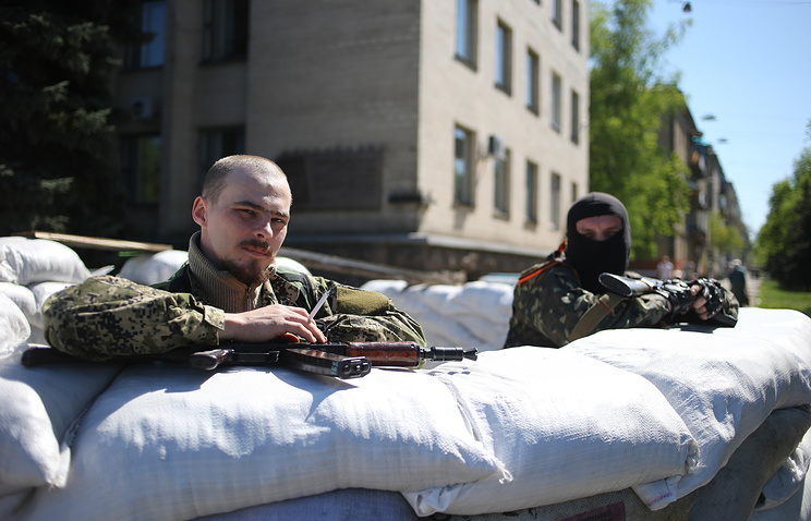 Блокпост у здания городской администрации Славянска