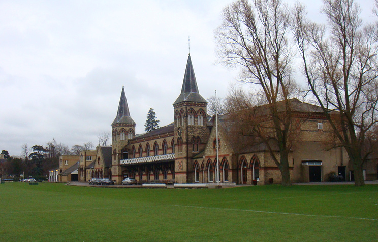 Игровые поля Cheltenham college