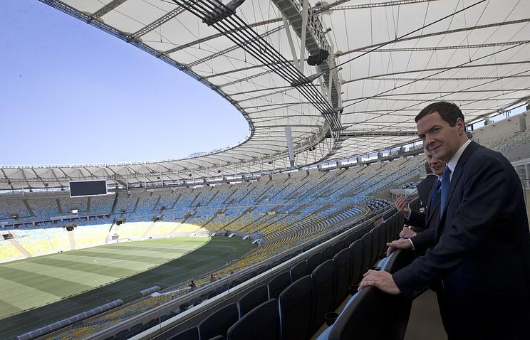 Канцлер казначейства Великобритании Джордж Осборн на стадионе Маракана в Рио-де-Жанейро