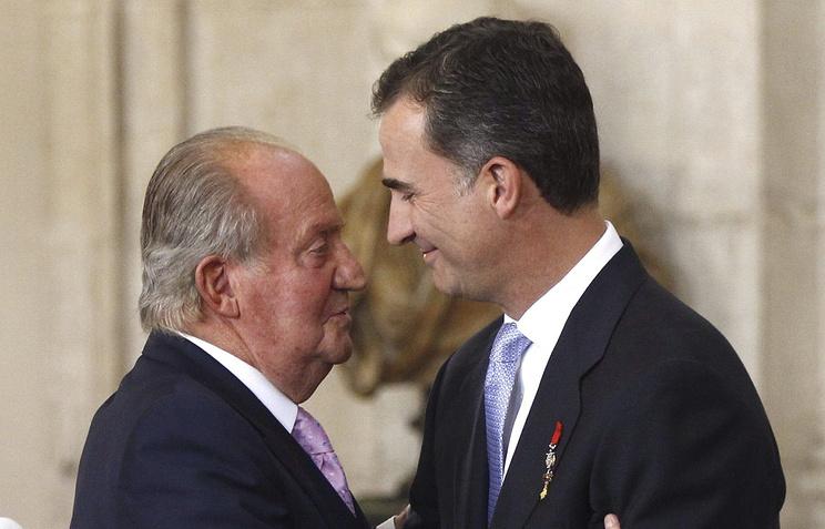 Принц Фелипе (справа) и его отец, бывший король Испании Хуан Карлос I