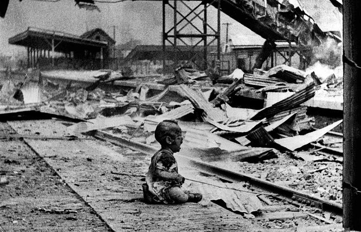 Последствия бомбардировки японской авиацией  железнодорождной станции в Шанхае, 28 августа 1937 года