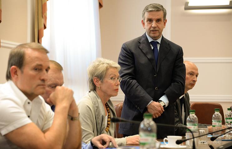 Михаил Зурабов во время переговоров по реализации мирного плана на востоке Украины. Июнь 2014 года