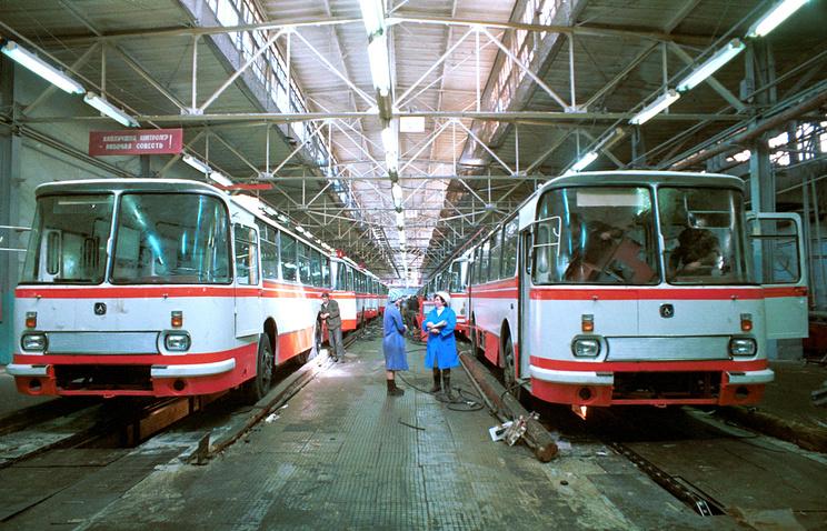 Главный конвейер Львовского автобусного завода, 1984 год