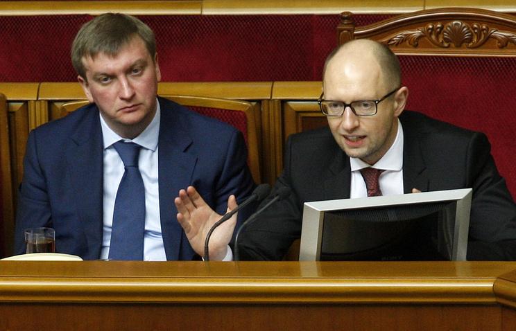 Министр юстиции Украины Павел Петренко и премьер-министр Украины Арсений Яценюк