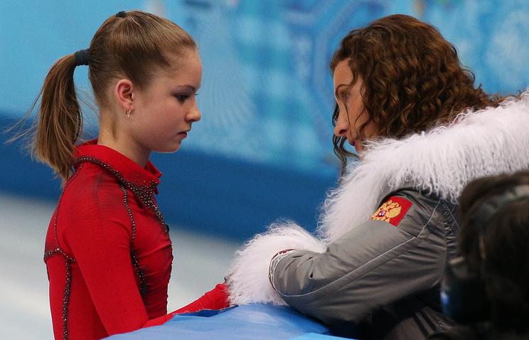 Этери Тутберидзе (справа) и Юлия Липницкая
