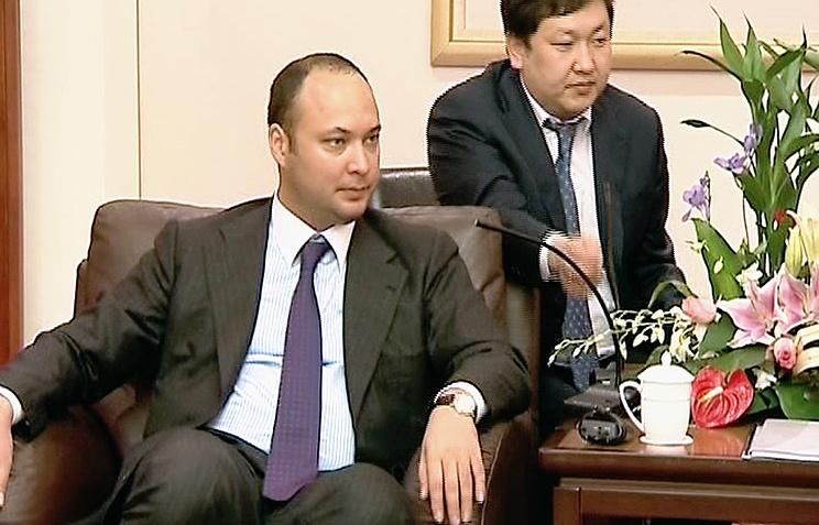 Максим Бакиев (слева)