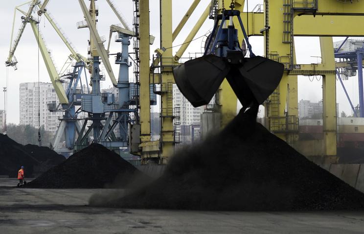 Судно с углем из ЮАР в украинском порту