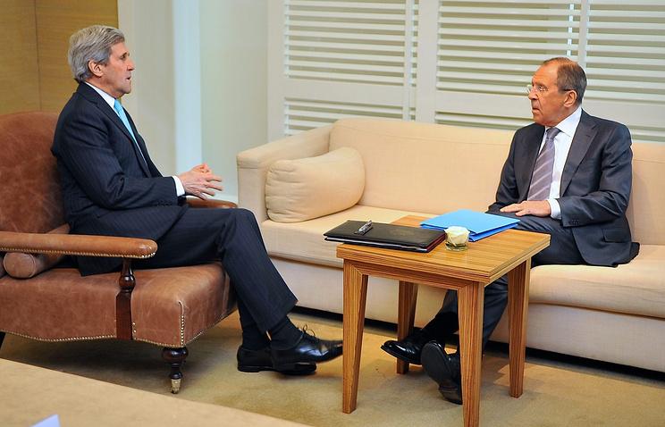 Госсекретарь США Джон Керри и министр иностранных дел России Сергей Лавров (слева направо)