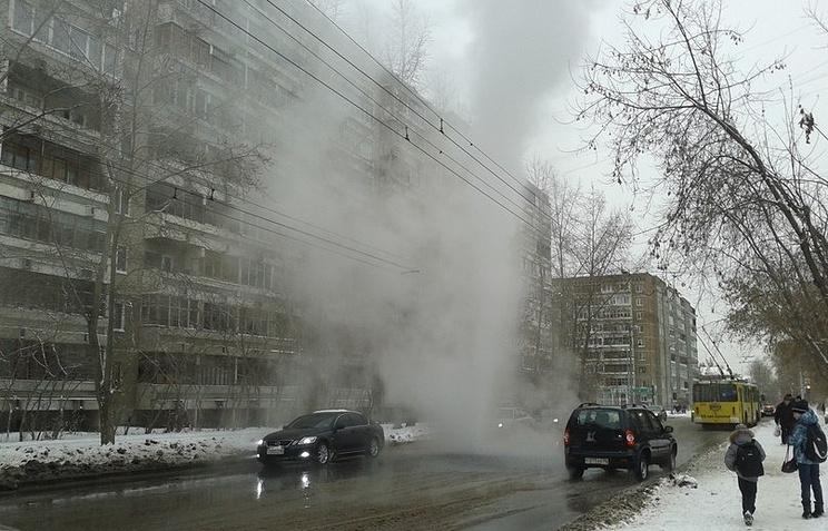 Фонтан горячей воды на пересечении улиц Восстания и Ломоносова в Екатеринбурге