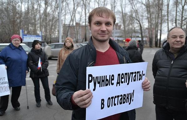 Егор Савин (в центре)