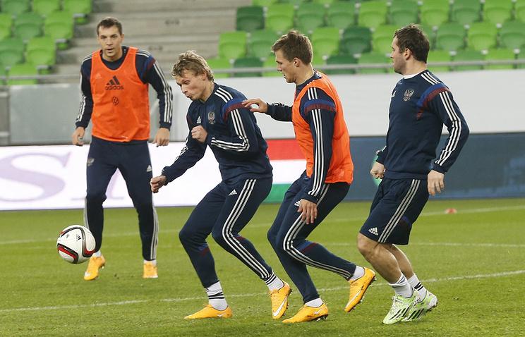 Футболисты сборной России на тренировке