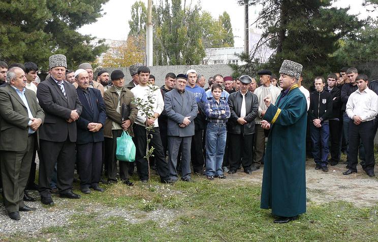 Архивное фото, Исмаил Бостанов (на фото на первом плане)