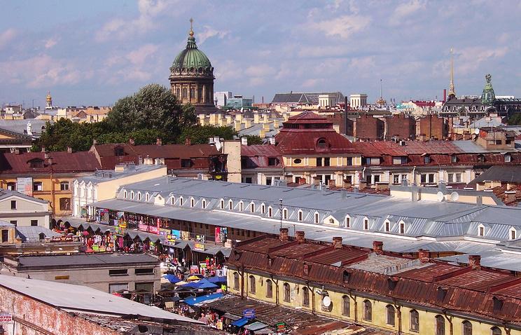 Вид на Апраксин двор в Санкт-Петербурге, где располагаются сотни малых предприятий