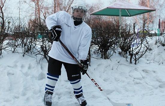 Дмитрий Балуцкий, получивший хоккейную форму в подарок от Президента