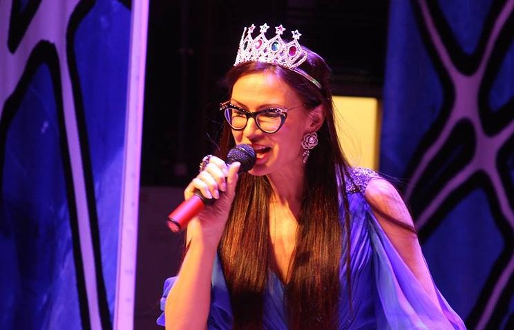 Актриса и телеведущая Эвелина Бледанс на новогоднем празднике для детей с синдромом Дауна в Екатеринбурге