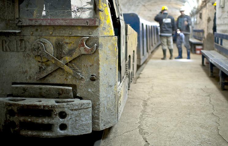 Архив. Вагонетки в шахте