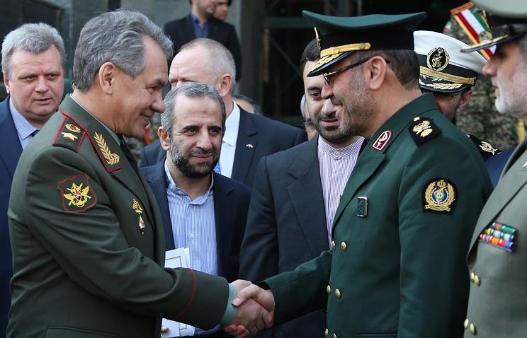 Министр обороны России Сергей Шойгу и министр обороны и поддержки вооруженных сил Ирана Хосейн Дехкан
