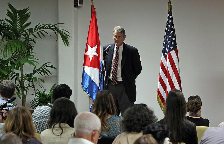 Заместитель главы американской делегации на Кубе Алекс Ли