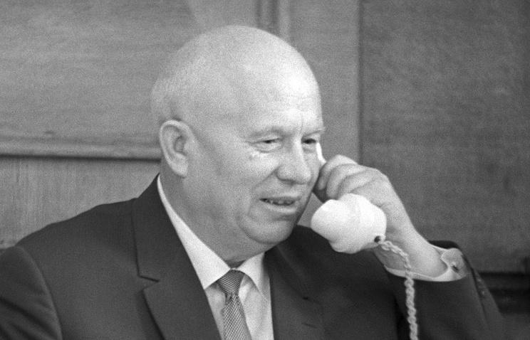 ЦК КПСС Никита Хрущев в своем рабочем кабинете, 1963 год