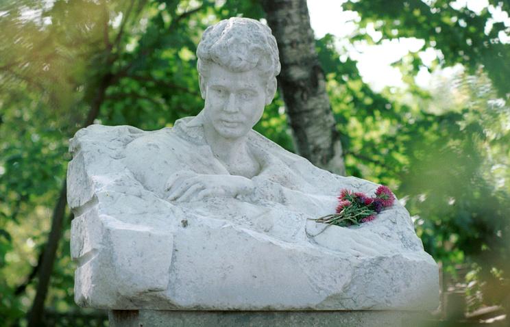 Бюст Сергея Есенина на родине поэта в селе Константинове
