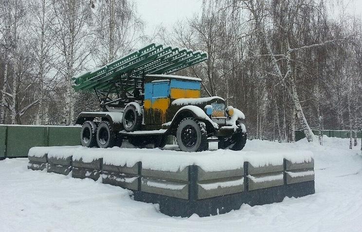 Раскрашенный памятник на Монументе Славы в Новосибирске