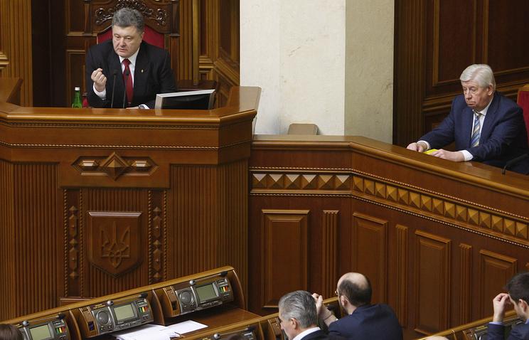 Президент Украины Петр Порошенко и новый генпрокурор Украины Виктор Шокин