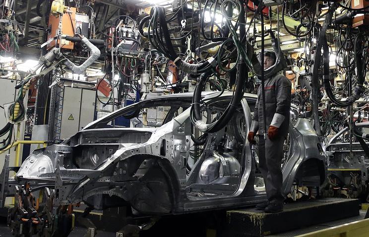 В цеху автомобильного завода Nissan в Санкт-Петербурге