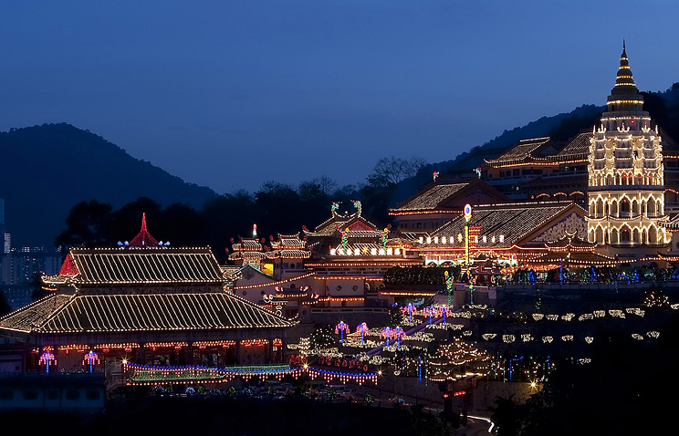 Вид на храм Кек Лок Си на острове Пенанг