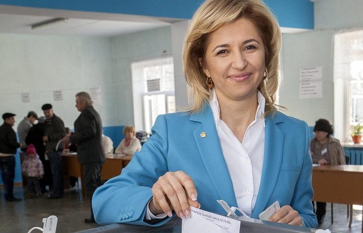 Ирина Влах во время голосования